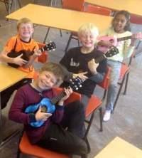 Glade gitarister