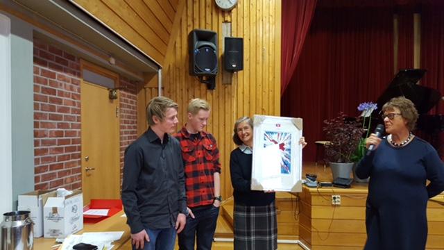 Elever ved Os skole ble tildelt årets Demenspris