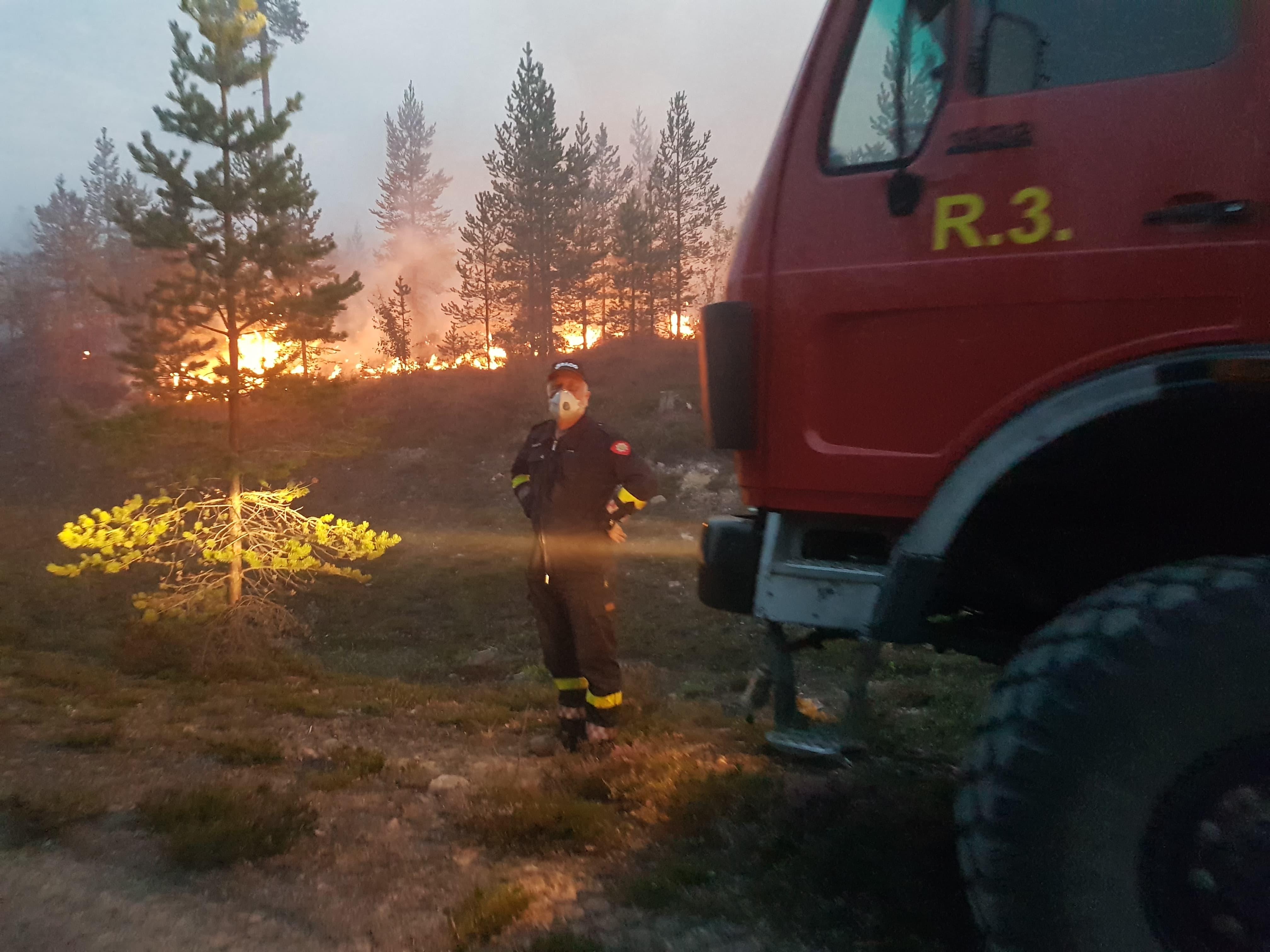 Brannbilen tilhørende Os kommune som viste seg å være spesielt godt egnet til slokking av skogbrannen i Sverige, og ble derfor brukt mye i innsatsen i Sverige.